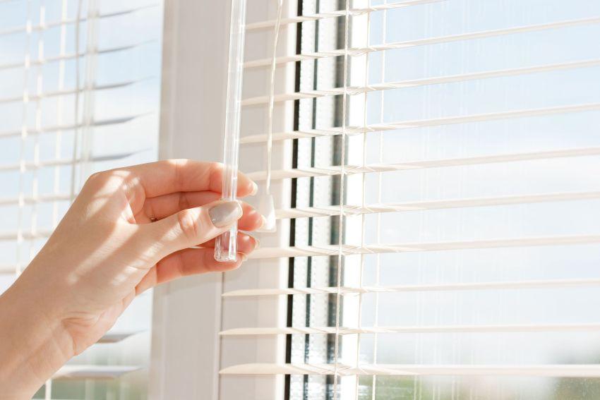 Горизонтальные (венецианские) жалюзи на окна считаются классикой и остаются самыми востребованными