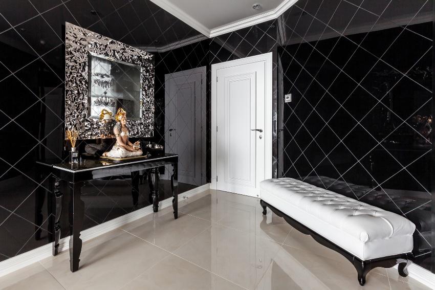 Глянцевая плитка - самый практичный вариант настенного покрытия коридора, поскольку, при загрязнении она не побоится влажной уборки