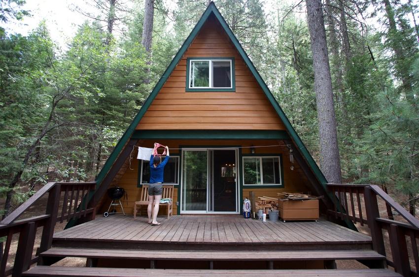 Затратив минимум времени, сил и денег можно возвести отличный домик для сезонного или даже круглогодичного проживания