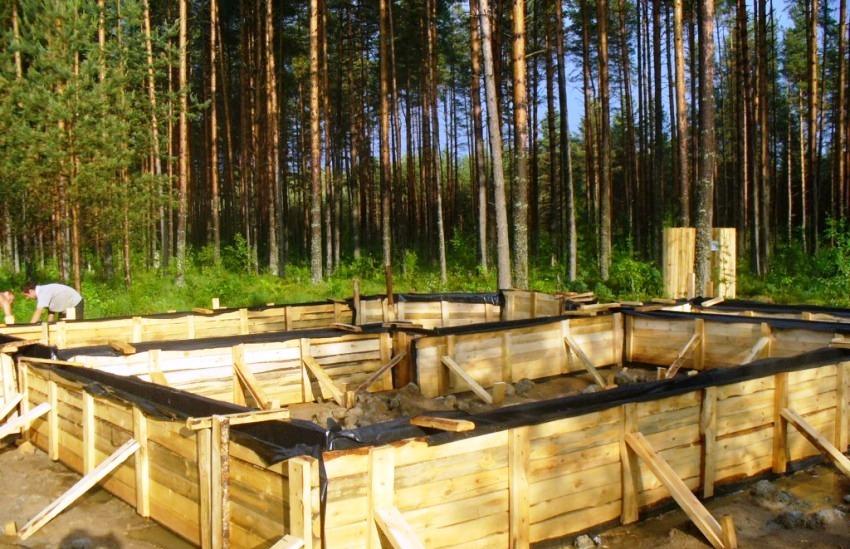 Деревянная съемная опалубка для ленточного фундамента