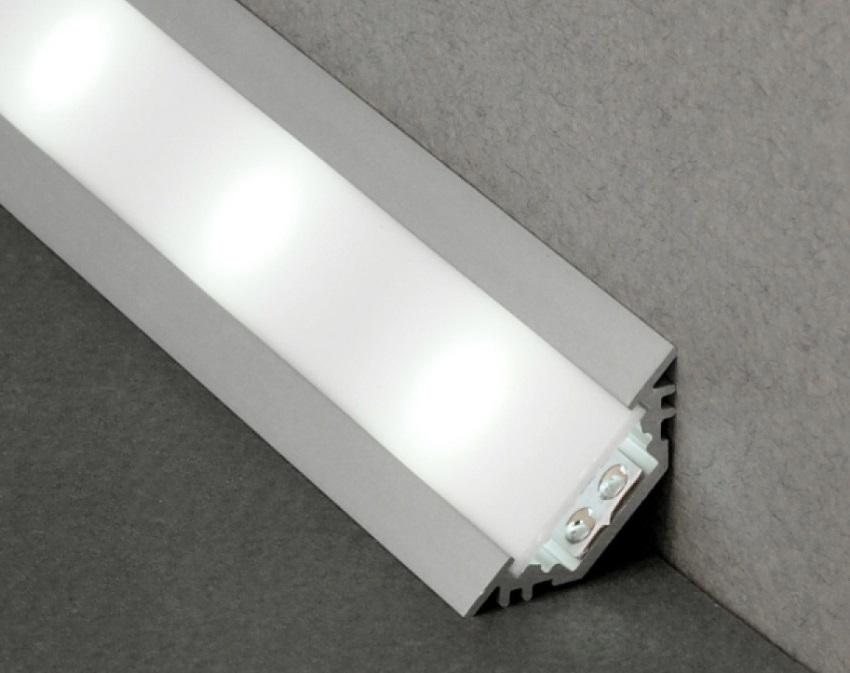 Для монтажа светодиодных лет чаще всего используют угловые конструкции каналов