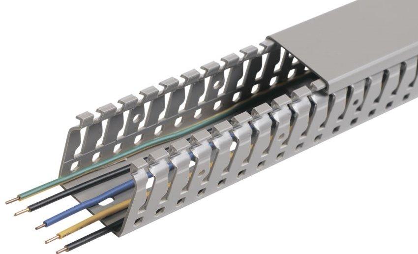 Кабель-каналы отличаются друг от друга материалом изготовления, конфигурацией и размерами