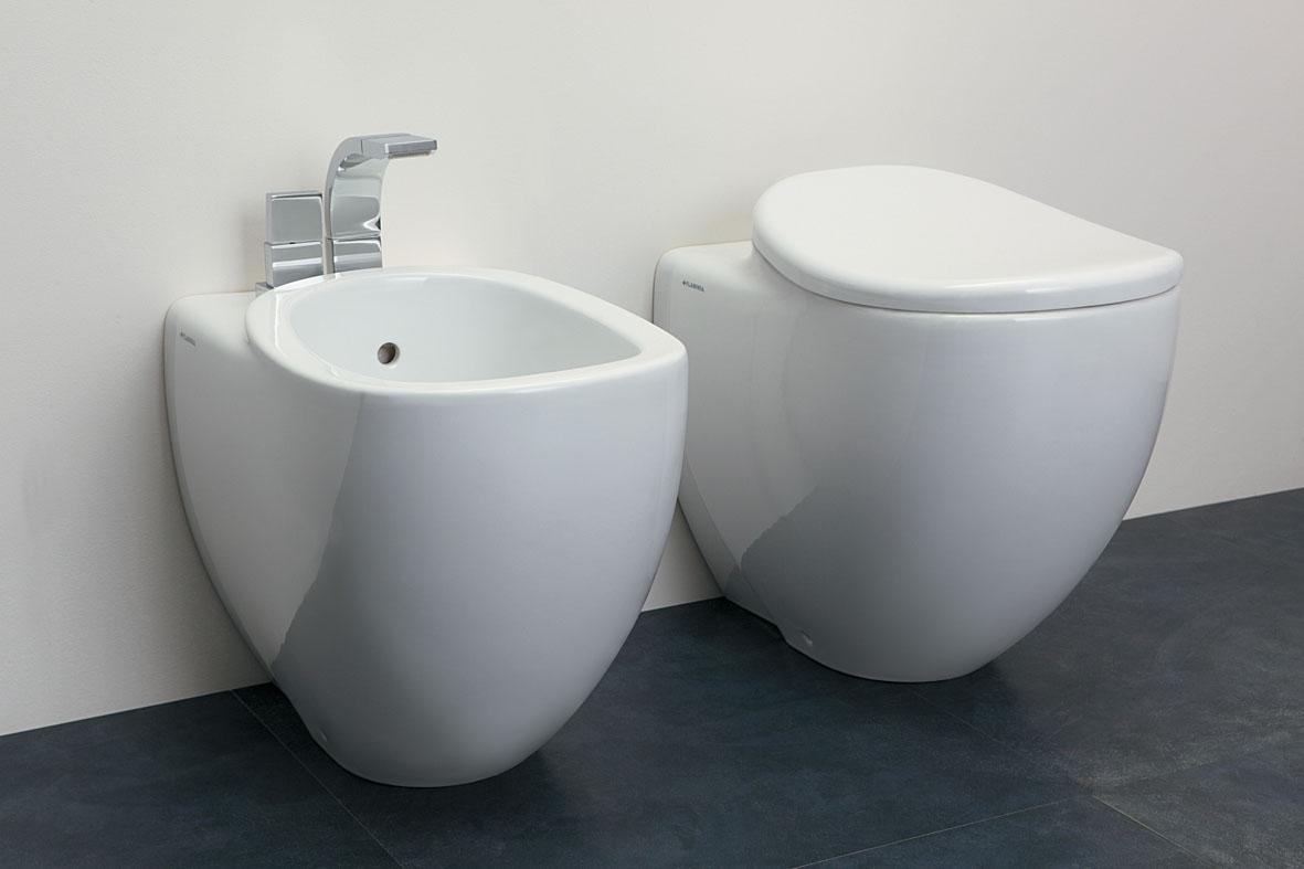 Унитаз Santek Римини 1WH110128У известного российского бренда, изготавливаются из высококачественной керамики, которые отличаются идеальной белизной