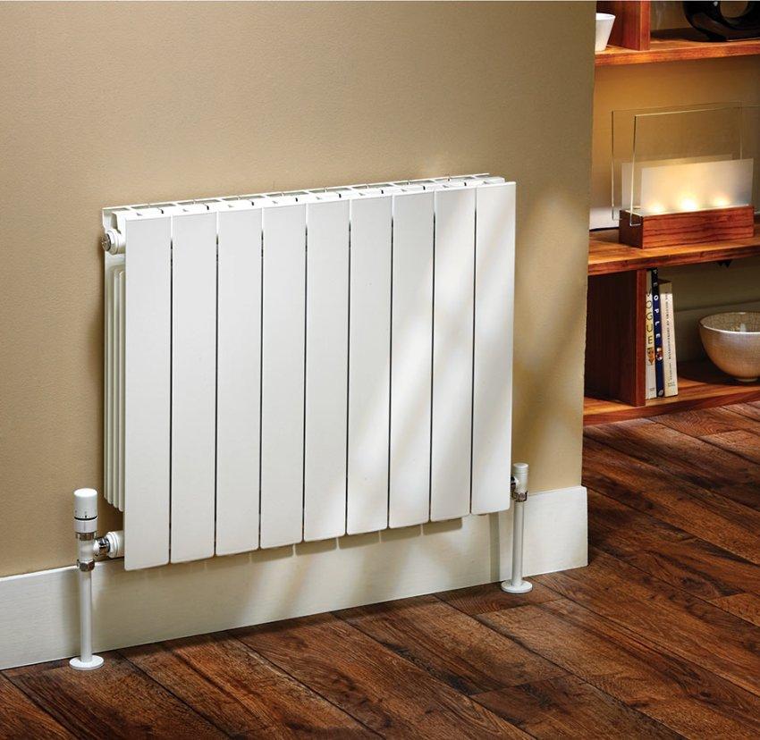 Для того чтобы правильно подобрать тип радиатора для квартиры необходимо изучить характеристики каждого из них