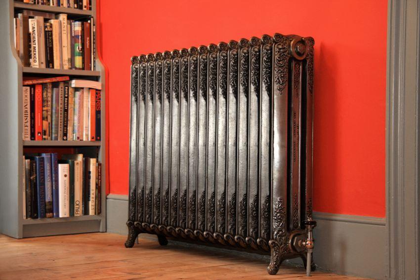 В квартирах с централизованным отоплением рекомендуется использовать чугунные радиаторы, которые наиболее устойчивы к коррозии и имеют длительный срок эксплуатации