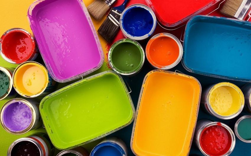 Благодаря своим характеристикам и свойствам акриловые красящие составы считаются оптимальным вариантом для окрашивания стен в ванной комнате