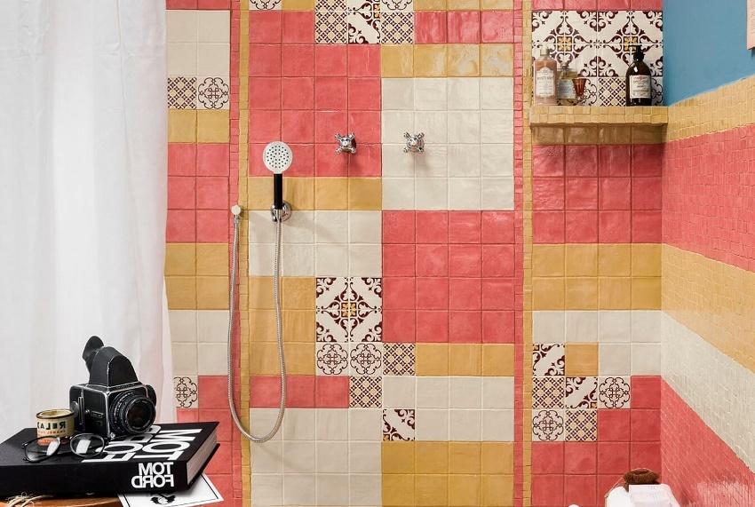 Если по какой-то причине нет возможности заменить старый кафель - создать новый дизайн ванной комнаты поможет покраска кафеля