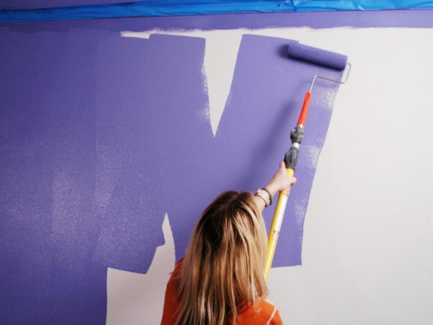 Остановив свой выбор на хлоркаучуковом красящем составе стоит помнить, что потребуется нанести минимум 3 слоя покрытия на стену