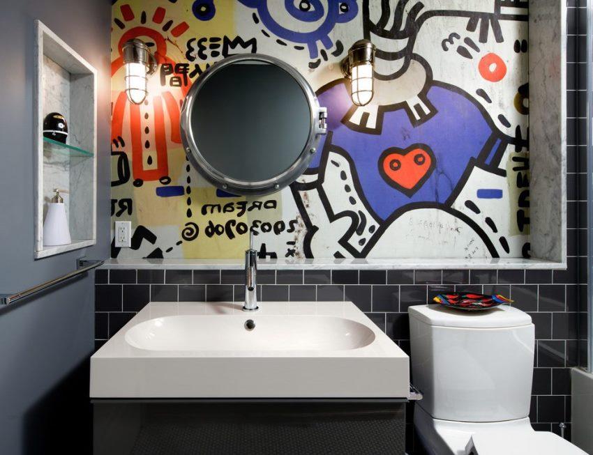 В оформлении стен современной ванной комнаты использована керамическая плитка и акриловая краска
