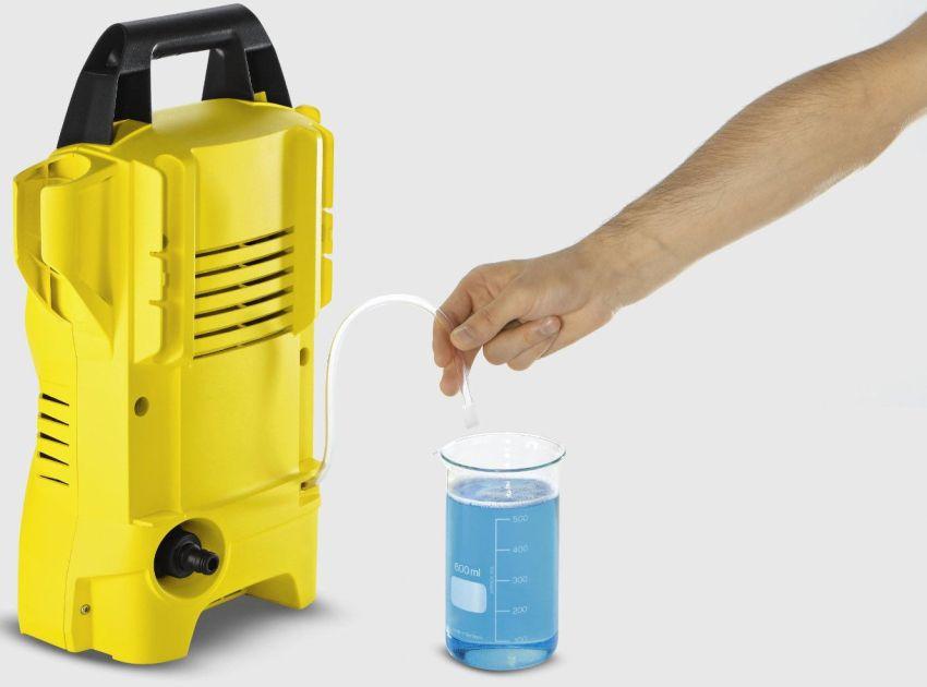 Необходимо использовать только те моющие средства, которые рекомендует производитель прибора, а также дозировать их, строго соблюдая инструкцию
