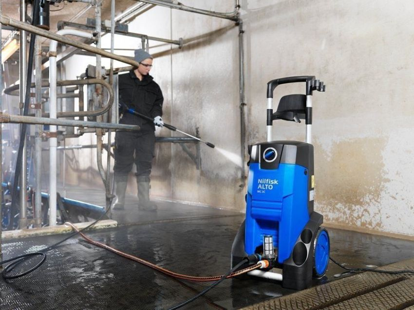 Мойки датского производителя Nilfisk отличаются высокой мощностью и могут использоваться для очистки помещений после првоедения ремонтных работ