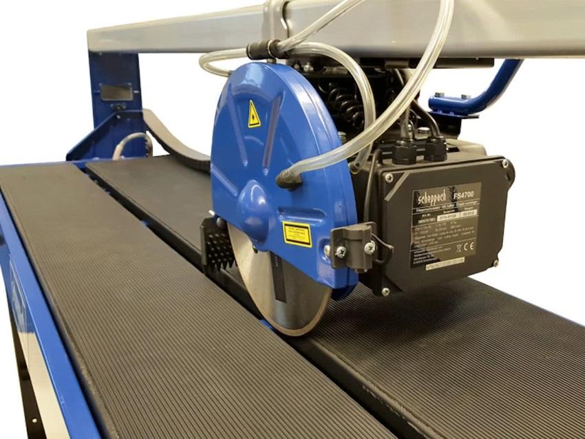 Система водяного охлаждения позволяет увеличить время работы без перерыва, повышает производительность, увеличивает срок эксплуатации оборудования и режущего инструмента
