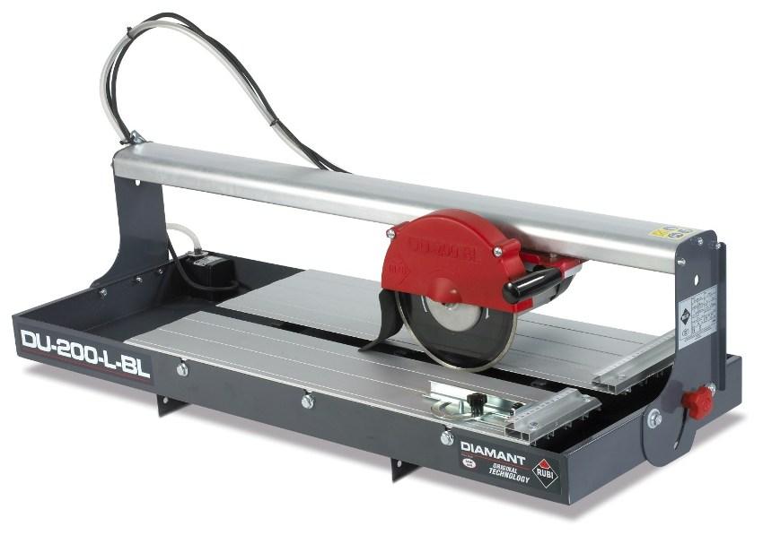 При выборе плиткорезных станков нужно обратить внимание на наличие регулировки параметров отреза и расположения плиты, а также дополнительной защиты двигателя от перегрузки и перегрева