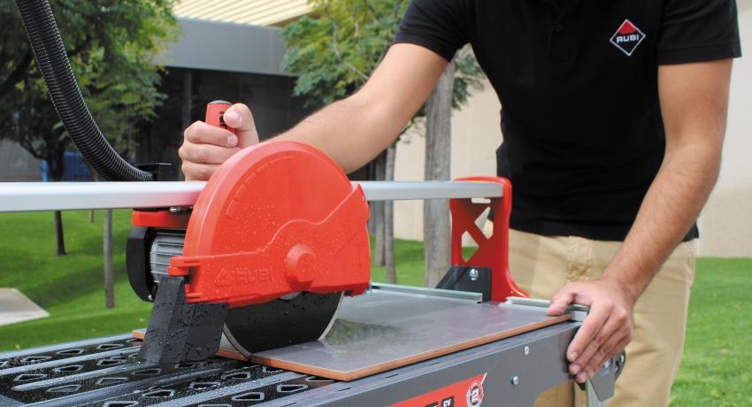 Электрический плиткорез с водяным охлаждением RUBI ND-180-BL Стандарт позволяет разрезать заготовки любого размера благодаря отсутствию конструктивных ограничений рабочего стола