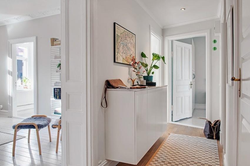 Консольная мебель идеально подходит для малогабаритных и узких прихожих