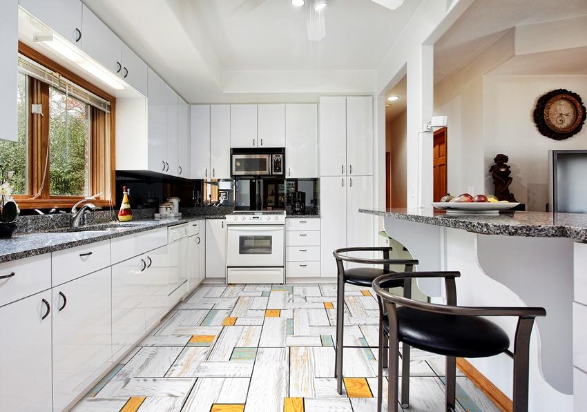 Для кухни следует выбирать пробковый пол с дополнительным защитным слоем