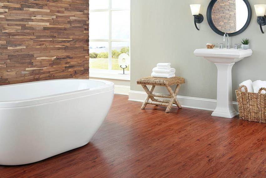 Для покрытия пола в ванной следует выбирать пробковые плиты толщиной 1-1,2 см