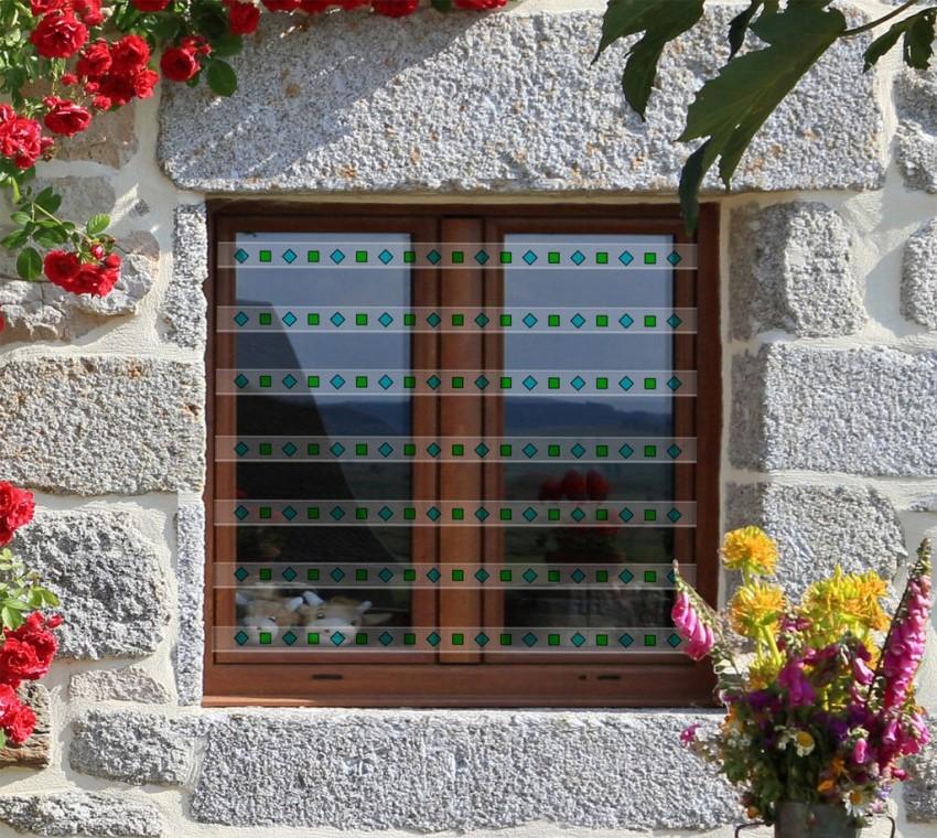 Поликарбонатные решетки с витражами придадут экстерьеру здания оригинальный и неповторимый вид