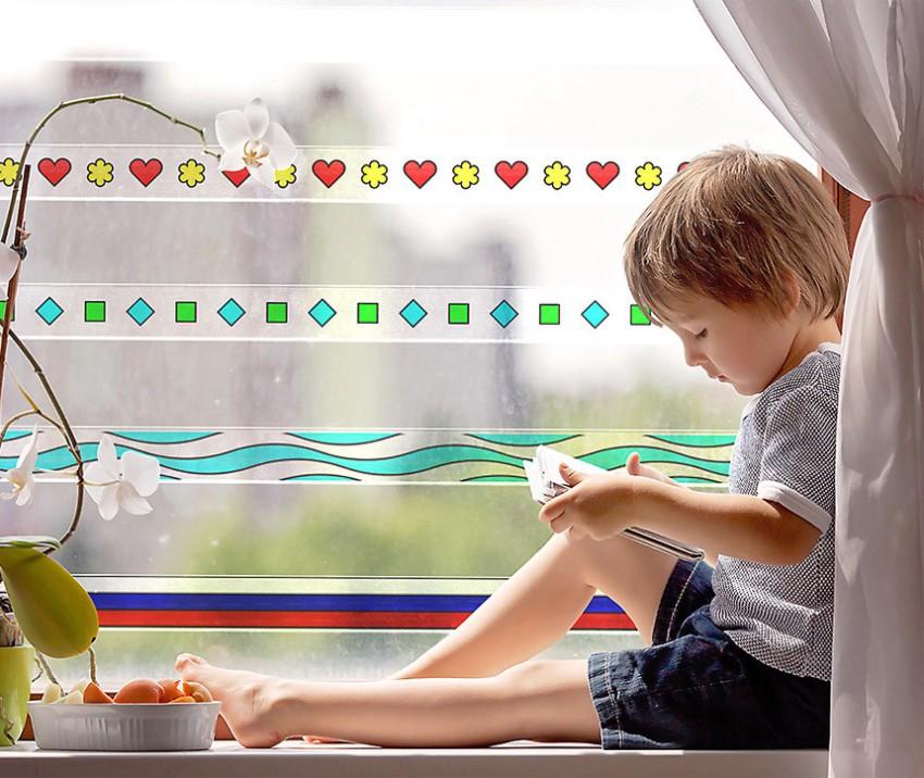 Рисунок на ламенял пластиковых решеток для окон украсит интерьер, что особенно актуально для детской комнаты