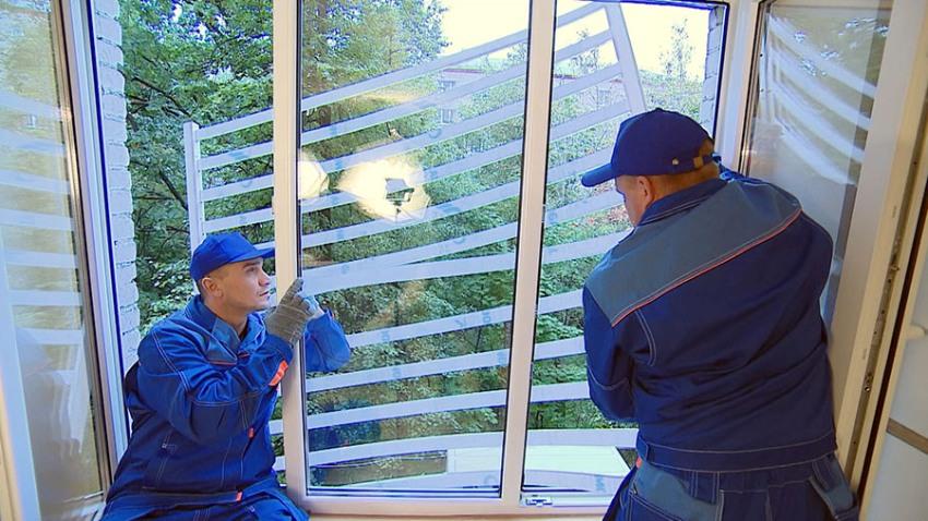Процесс монтажа поликарбонатных решеток на окна не сложный, его под силу выполнить и своими руками