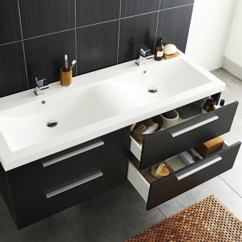 Раковина с тумбочкой в ванную задает общий стиль интерьера и благодаря широкому выбору моделей легко подобрать такую, которая полностью отвечает всем требованиям