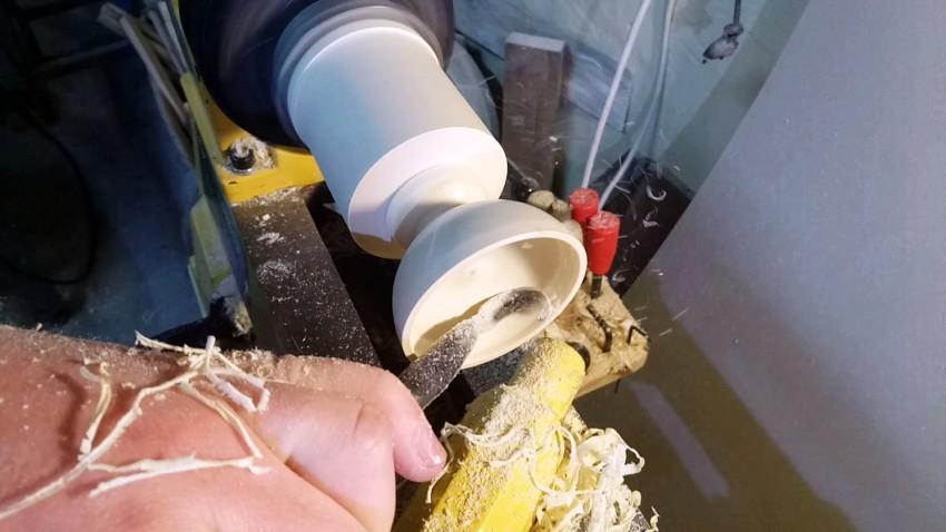 Стамеска по дереву очень полезна в работах, которые связанны с обработкой деревянных заготовок