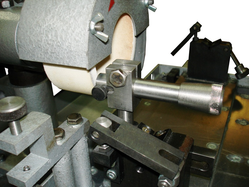 Станок для заточки токарных резцов по металлу