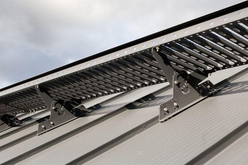 Главная задача снегозадерживающих конструкций - удержание осадков на крыше