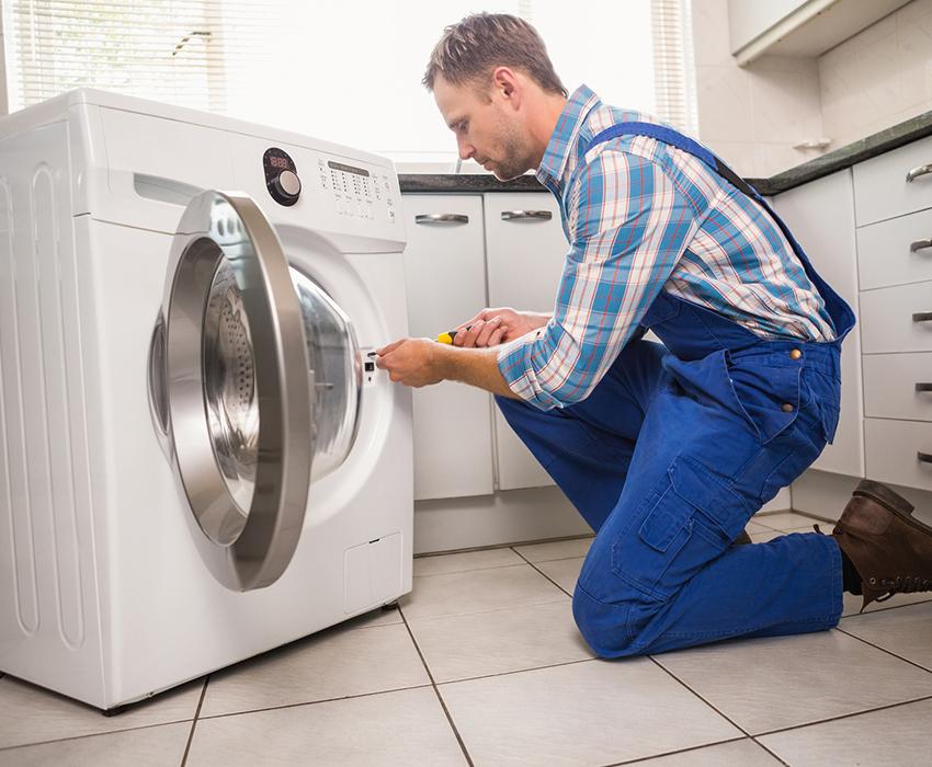 Установку стиральной машины лучше доверить специалисту