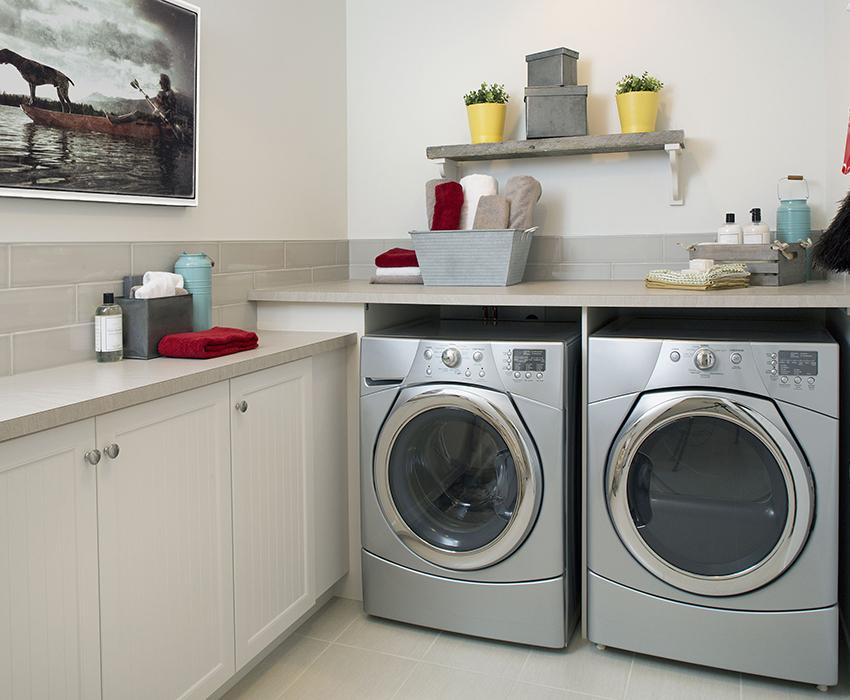 Даже несколько стиральных аппаратов можно удобно разместить в помещении