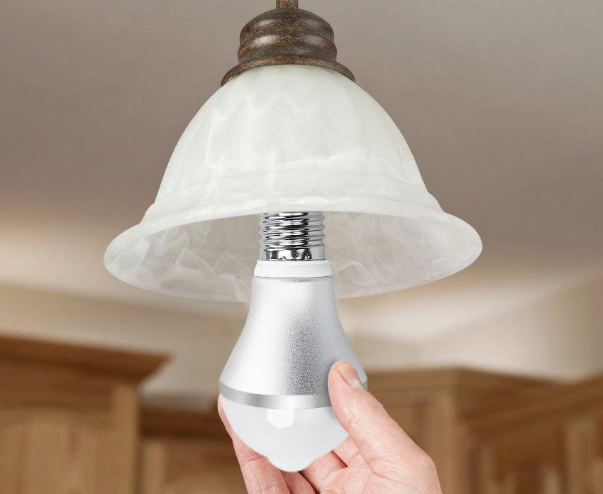 Выбирая диммимрованные лампы стоит отдавать предпочтение проверенным производителям, например компании Uniel