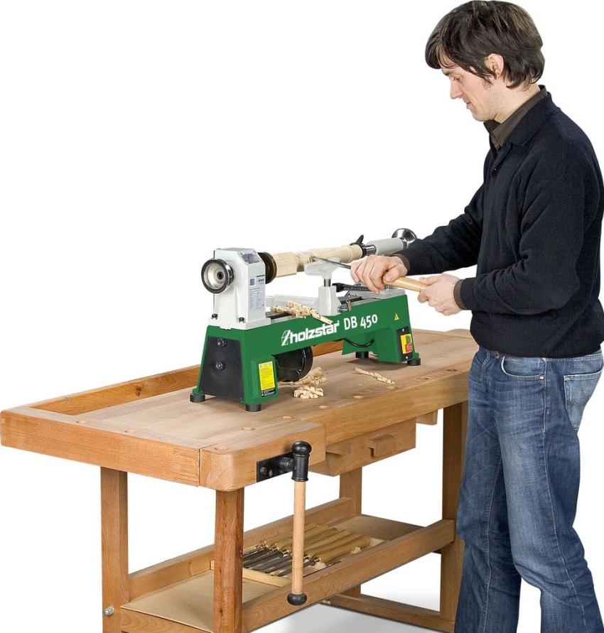 Небольшие токарные станки для домашних мастерских дают возможность обрабатывать деревянные изделия длиной до 45 см