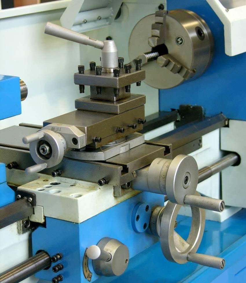 Каждый тип станков имеет свой набор функций и технических харрактеристик