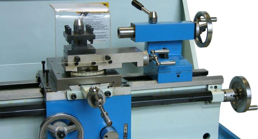 Малогабаритные токарные станки используются для выполнения различных технологических операций металлообработки в домашних условиях