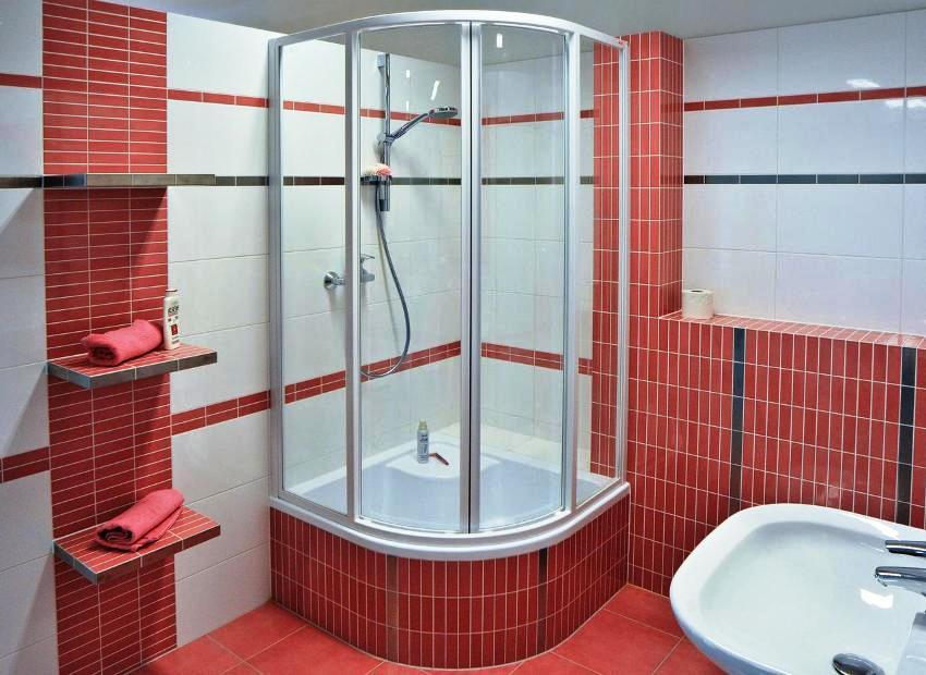 Душ с глубоким поддоном – это возможность гармонично сочетать две составляющие: душ и небольшую ванну