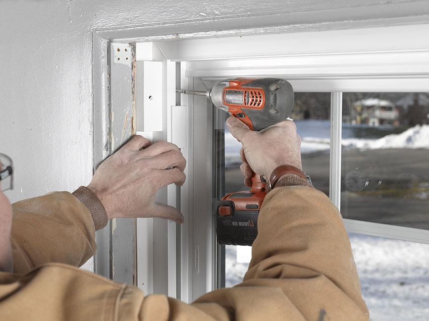 Пластиковые окна не рекомендуется устанавливать в дождливую погоду, при минусовой температуре и в жару