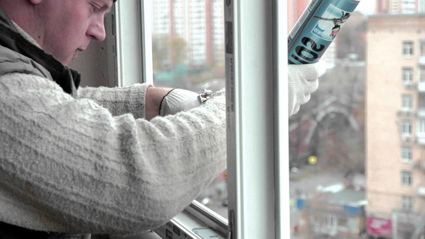 Для выполнения фиксации стеклопакета необходимо воспользоваться специальными планками