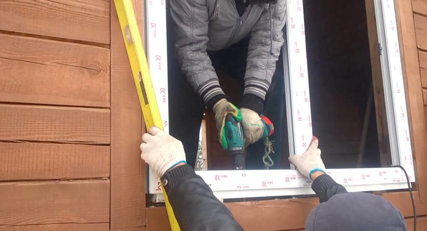 Учитывайте все этапы монтажа пластиковых окон в деревянных домах