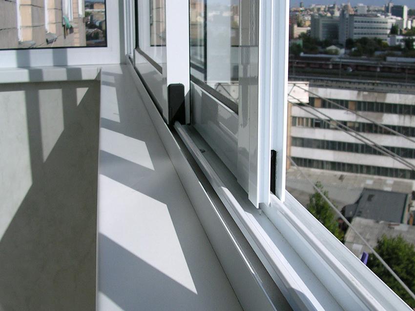 Чтобы внутрь конструкции не проникала влага, нельзя нарушать герметичность стеклопакета