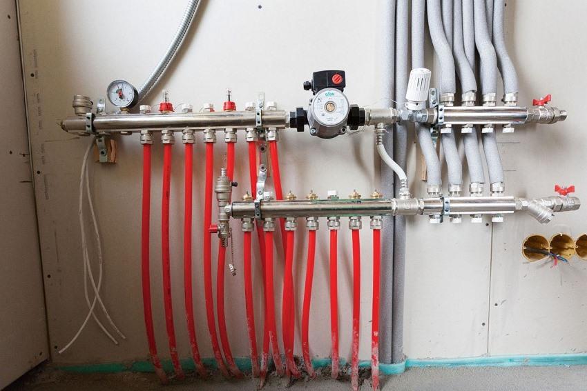 Монтаж циркуляционного насоса в систему теплого пола оптимально проводить на подающей трубе