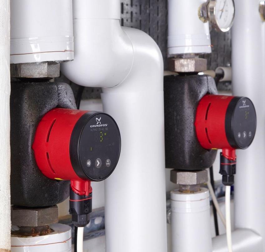 Большинство моделей циркуляционных насосов оснащены возможностью выбора режима скорости, который подбирается в зависимости от технических характеристик отопительной коммуникации