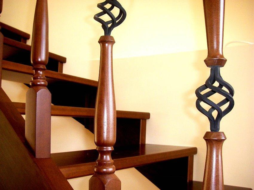Сочетание дерева и металлических элементов создают интересный декоративный эффект