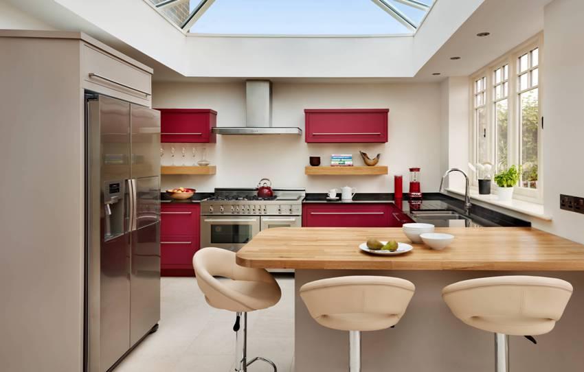Для квартиры-студии барная стойка - идеальный вариант, она осуществит разделение на функциональные зоны