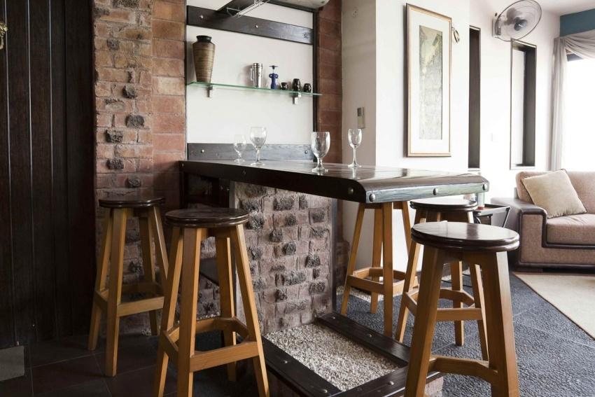 Стеновую нишу в помещении можно использовать для обустройства барной стойки