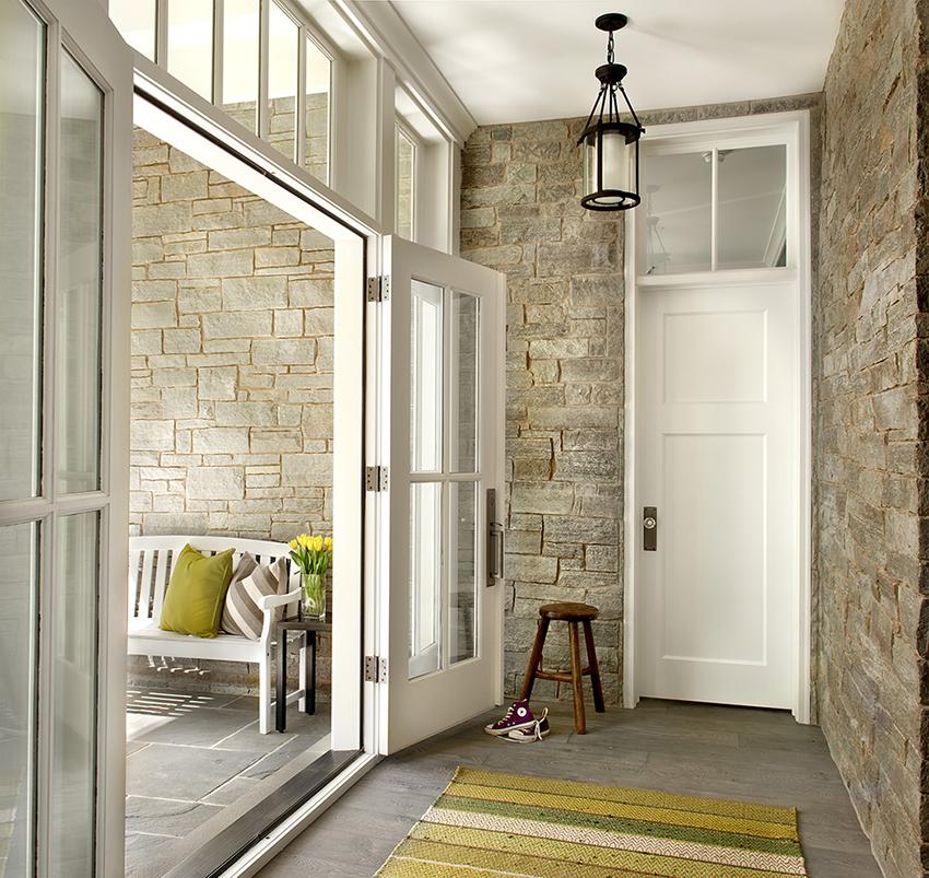 Чаще всего для отделки дверей используется МДФ, так как он прочный и влагостойкий