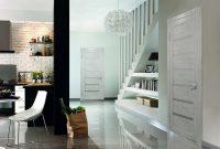 Двери белого цвета прекрасно вписываются в минималистичный интерьер