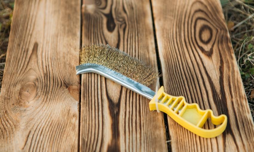 Браширование применяется только для наиболее прочных пород древесины