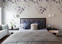 Отделку стен в спальне лучше сделать в нежных тонах
