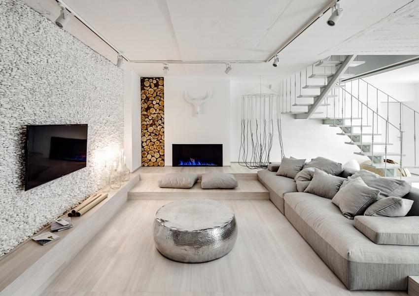 Декоративный камень лучше использовать в интерьере просторной квартира или дома