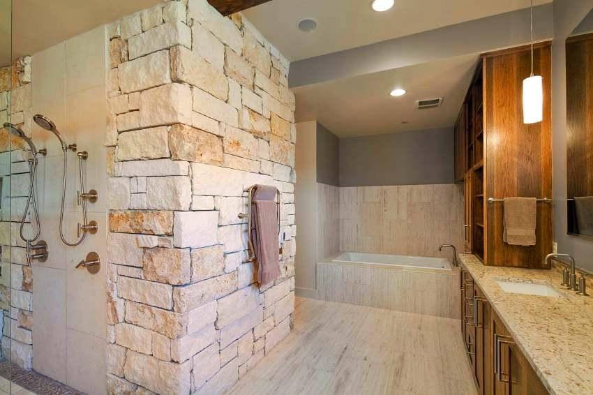 Обшивка стен ванной комнаты камнем – более свежая и оригинальная альтернатива керамической плитке